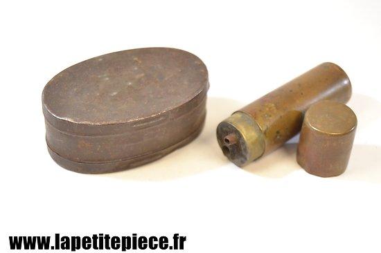 Boite à graisse Lebel et briquet artisanat Première Guerre Mondiale