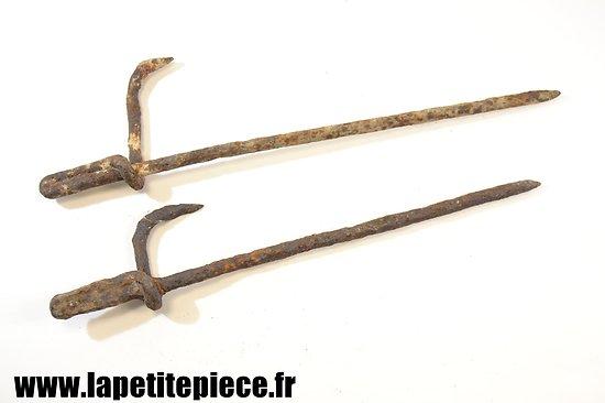 Crochets de fixation pour barbelés France Première Guerre Mondiale.