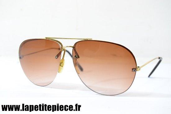 Paire de lunettes de soleil de style US