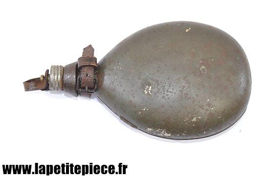 Bidon Allemand modèle 1915 attache cuir restaurée. R&P 15