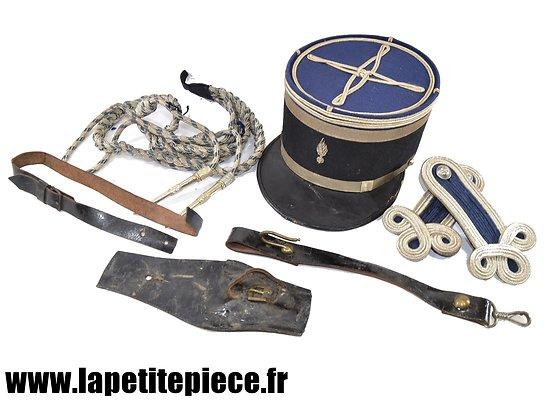 Képi et effets de Lieutenant de gendarmerie Trèfles aiguillettes WW1 / WW2