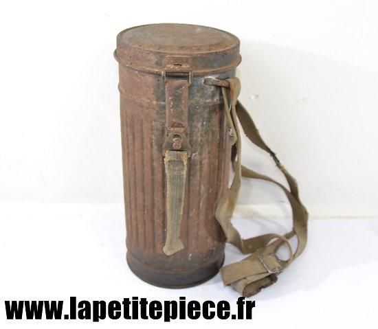 Boitier de masque à gaz Allemand modèle 1938. Pièce de grenier