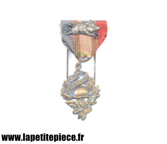 Médaille de l'Union National des Combattants, broche sanglier