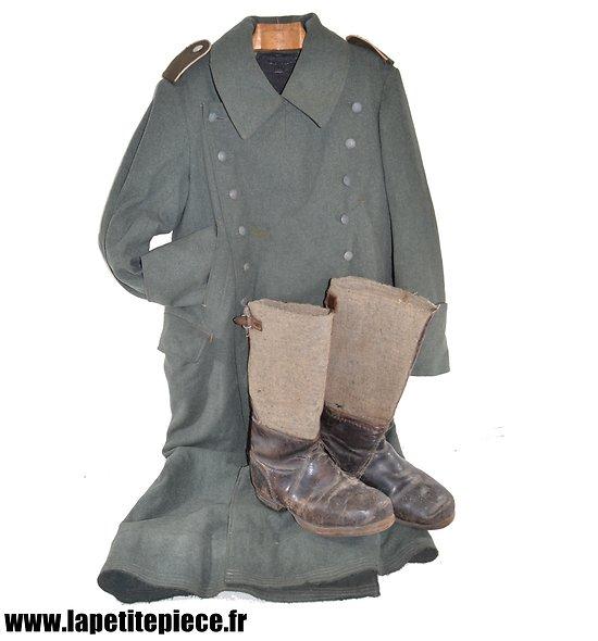 Capote de garde modèle 1940 et bottes grand froid. Allemand WW2