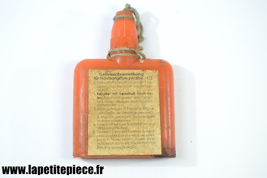 Bidon décontaminent contre les gaz 1943. Gebrauchsanweisung. Masque à gaz Allemand WW2