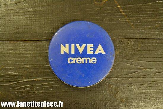 Boite NIVEA pour reconstitution WW2