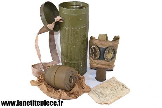 Masque à gaz défense passive LUCHAIRE, complet avec boite, notice et cartouche.