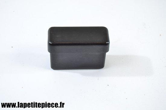 Petite boite à savon en bakélite pour trousse de rasage années 1930.