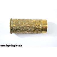 Vase décor floral. Artisanat Première Guerre Mondiale. Art de poilus