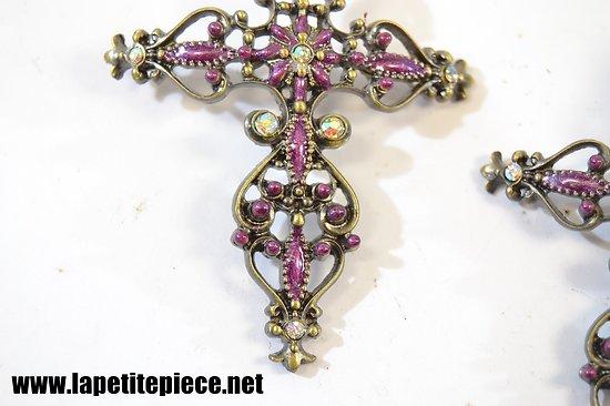 Croix ornementales maux violets et fausses pierres pr cieuses - Fausse pierre precieuse ...