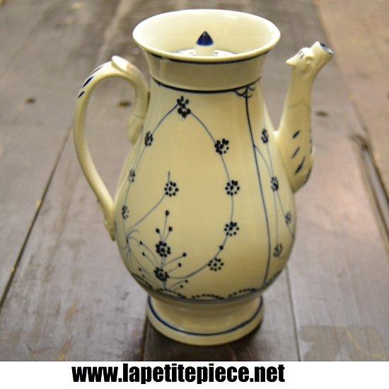 Grande cafetière en céramique blanche, décors bleu roi
