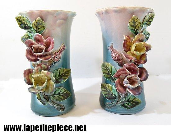 Paire de vases en barbotine Fives Lille