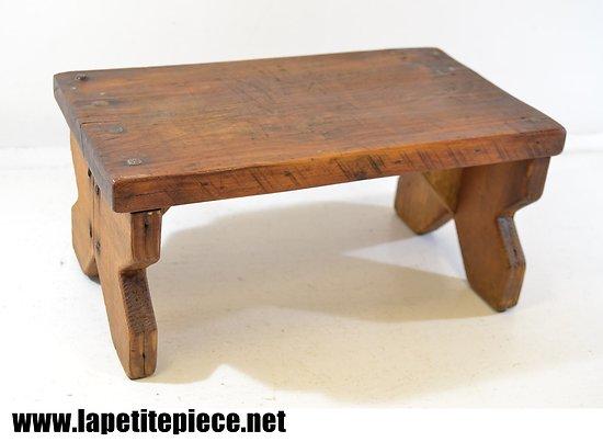 Petit banc / marche pied en bois