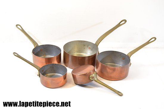 Série de petites casseroles en cuivre étamé
