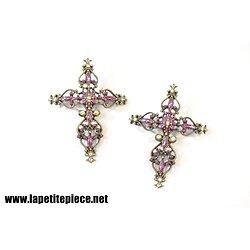 Croix ornementales émaux violets et fausses pierres précieuses