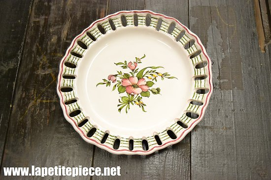 Assiette décorative bords dentelle, décor floral, Lallier à Moustiers