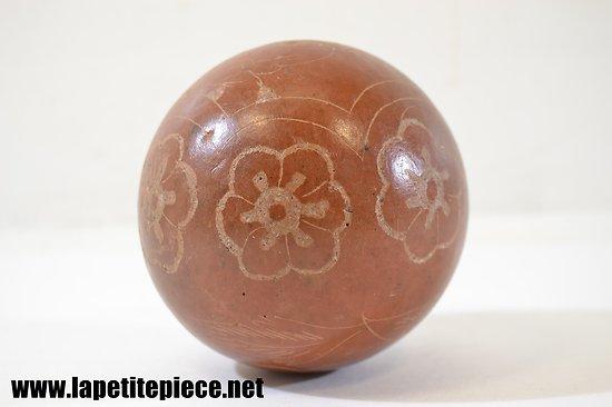 Boule en terre cuite décorée, boule d'escalier