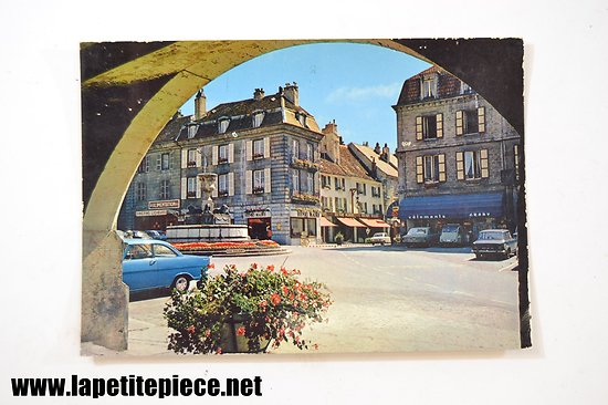 Arbois (Jura) place de la Liberté