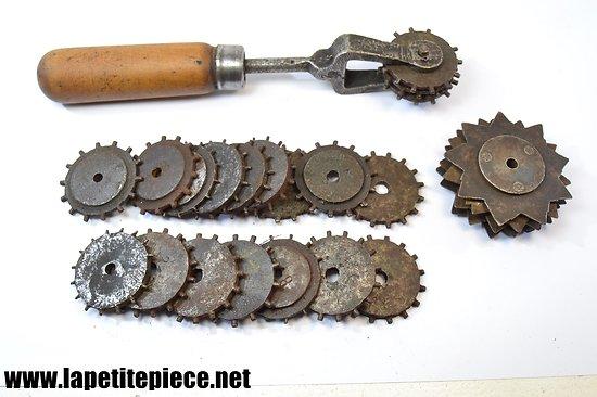 Outil porte-molettes / décrasse-meules avec molettes