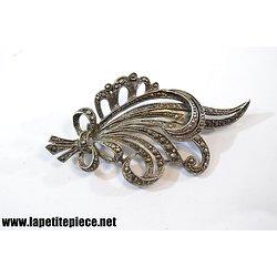 Broche en métal argenté