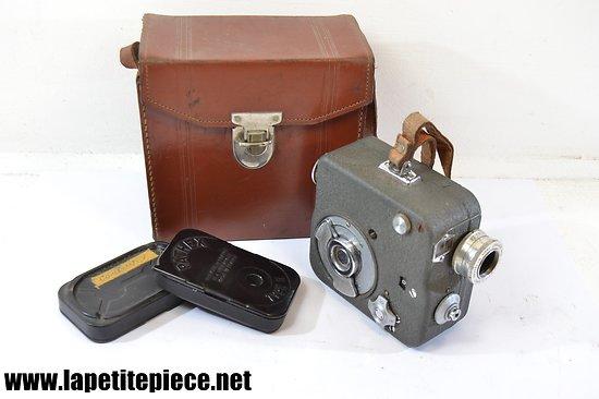 Caméra Pathé modèle NATIONAL 9mm5 avec étui et chargeurs. Années 1948 - 1958