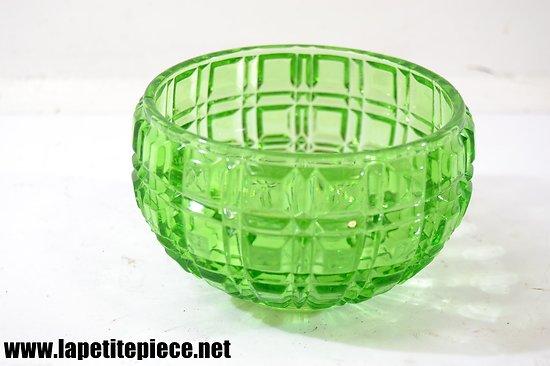 Bol / vide poche en cristal vert, décor géométrique