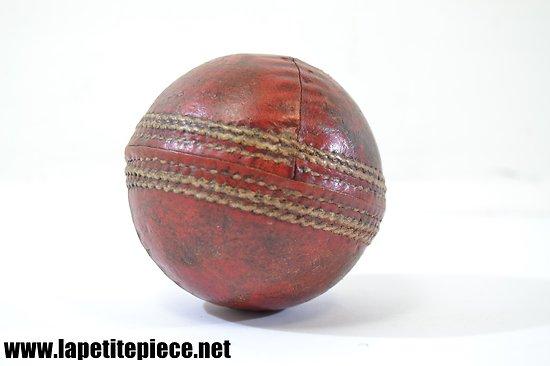 Balle de cricket ancienne