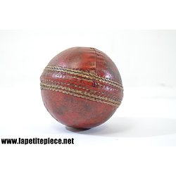 Balle de cricket ancienne