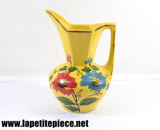 Cruche / pichet jaune, décor floral. Années 1950 - 1970.