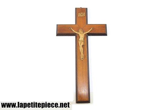 Crucifix Jesus Christ milieu 20e Siècle