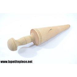 Moule en bois pour cornet de glace conique