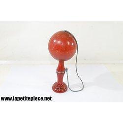 Bilboquet en bois rouge