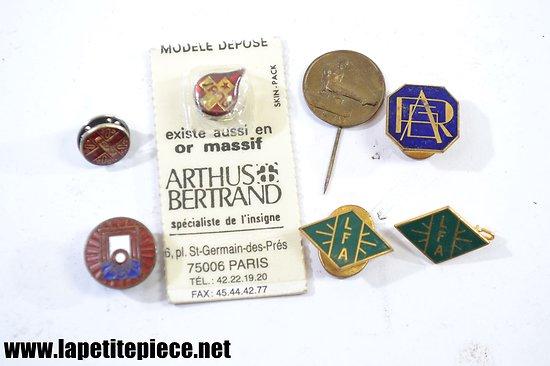 Lot d'écussons / badges associatifs années 1930 - 1960.