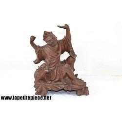 Statuette asiatique en bois sculpté