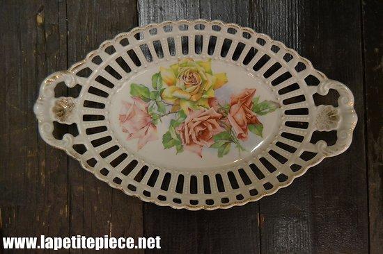 Corbeille à fruits en céramique ouvragée (dentelle), décor roses