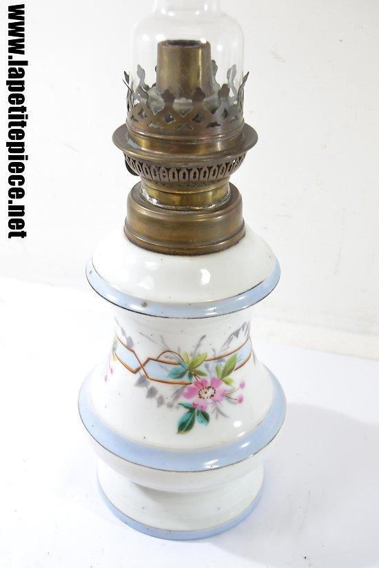 Lampe à huile, réservoir en céramique. Début 20e Siècle.