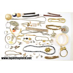 Lot de bijoux et éléments à trier