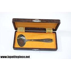 Cuillère à sauce en métal argenté dans son coffret