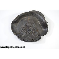 Cendrier / vide poche fonte Charles De Gonzague (Charleville-Mézières)