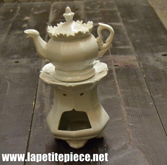 Tisanière en porcelaine, milieu 20e Siècle.