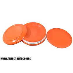 Lot assiettes en plastique, blanc et orange. Voluform. Années 1960 - 1970