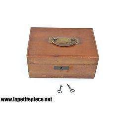 Coffret / boite en bois avec serrure. Années 1920 - 1950.