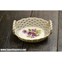 Petite corbeille en porcelaine - miniature