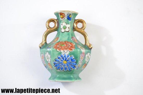 Miniature vase asiatique, décor floral