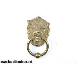 Heurtoir de porte tête de lion. Laiton
