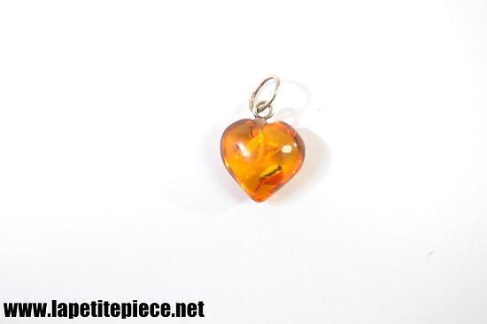 Pendentif en ambre, forme de coeur. Années 1960 - 1970.