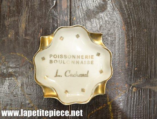 Cendrier publicitaire poissonnerie boulonnaise L. Cucheval. Porcelaine de Limoges. Charleville (Ardennes).