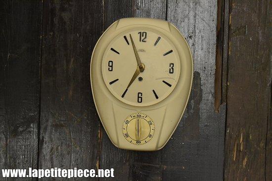 Horloge murale mécanique PRIM, années 1950 - 1960