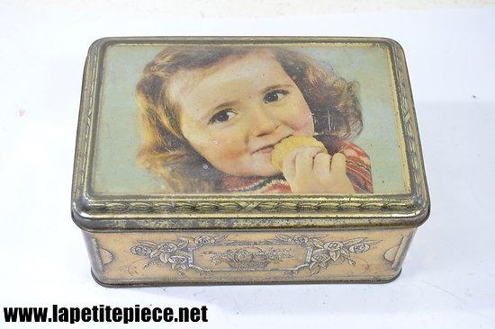 Boite à biscuits / chocolats en tôle lithographiée, début 20e Siècle. Petite fille avec biscuit