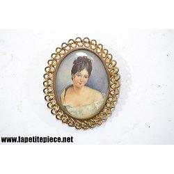 Broche camée, portrait de femme